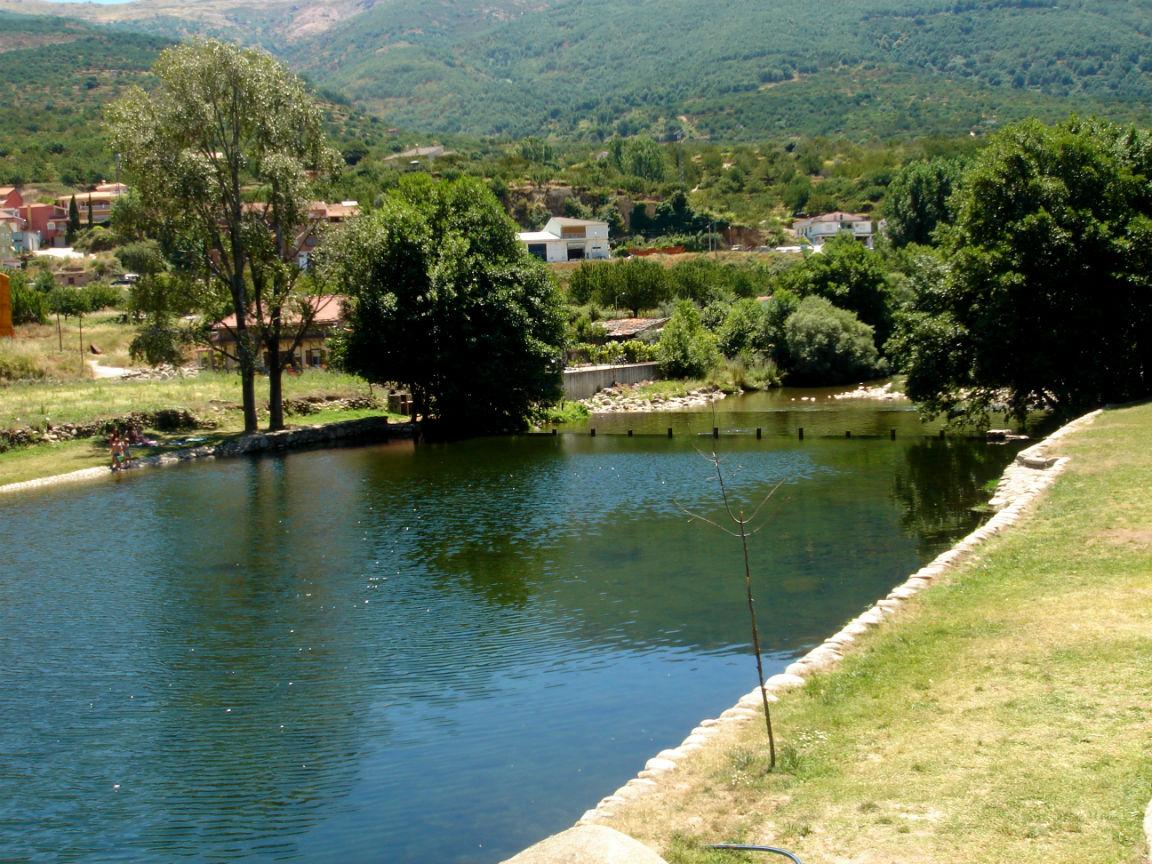 Piscina natural el vao valle del jerte for Oficina de turismo valle del jerte