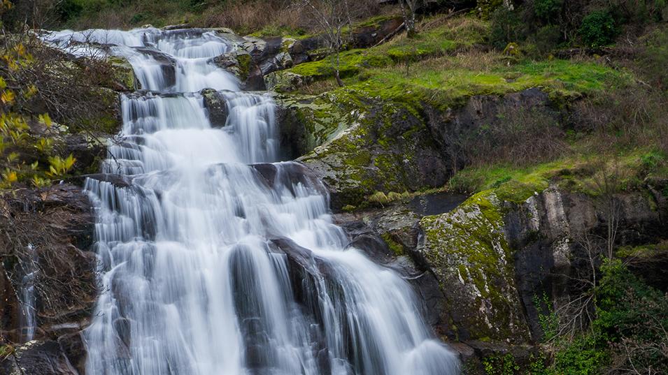 Entre cascadas y gargantas